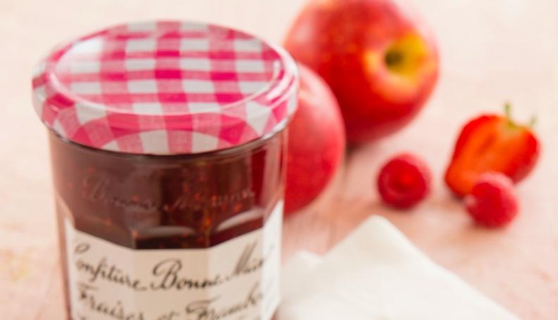 Jabolčne tortice z jagodno marmelado