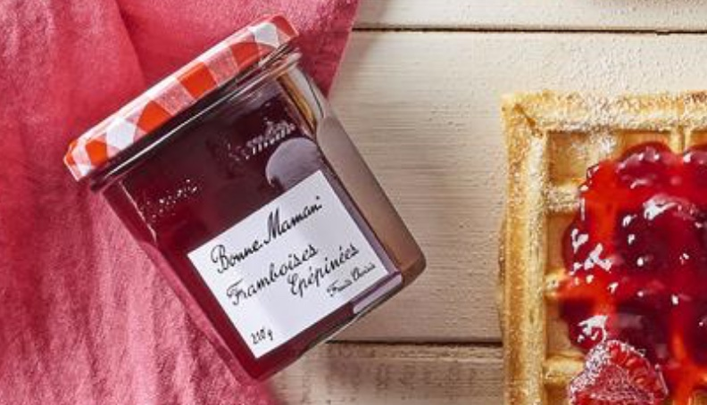 Vaflji s fino pasirano malinovo marmelado